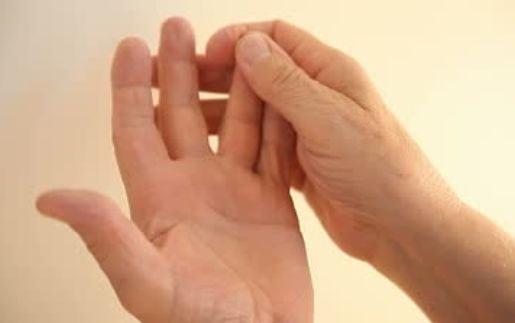 от чего на руке болит вена