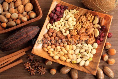 Основные продукты, которые крепят и слабят
